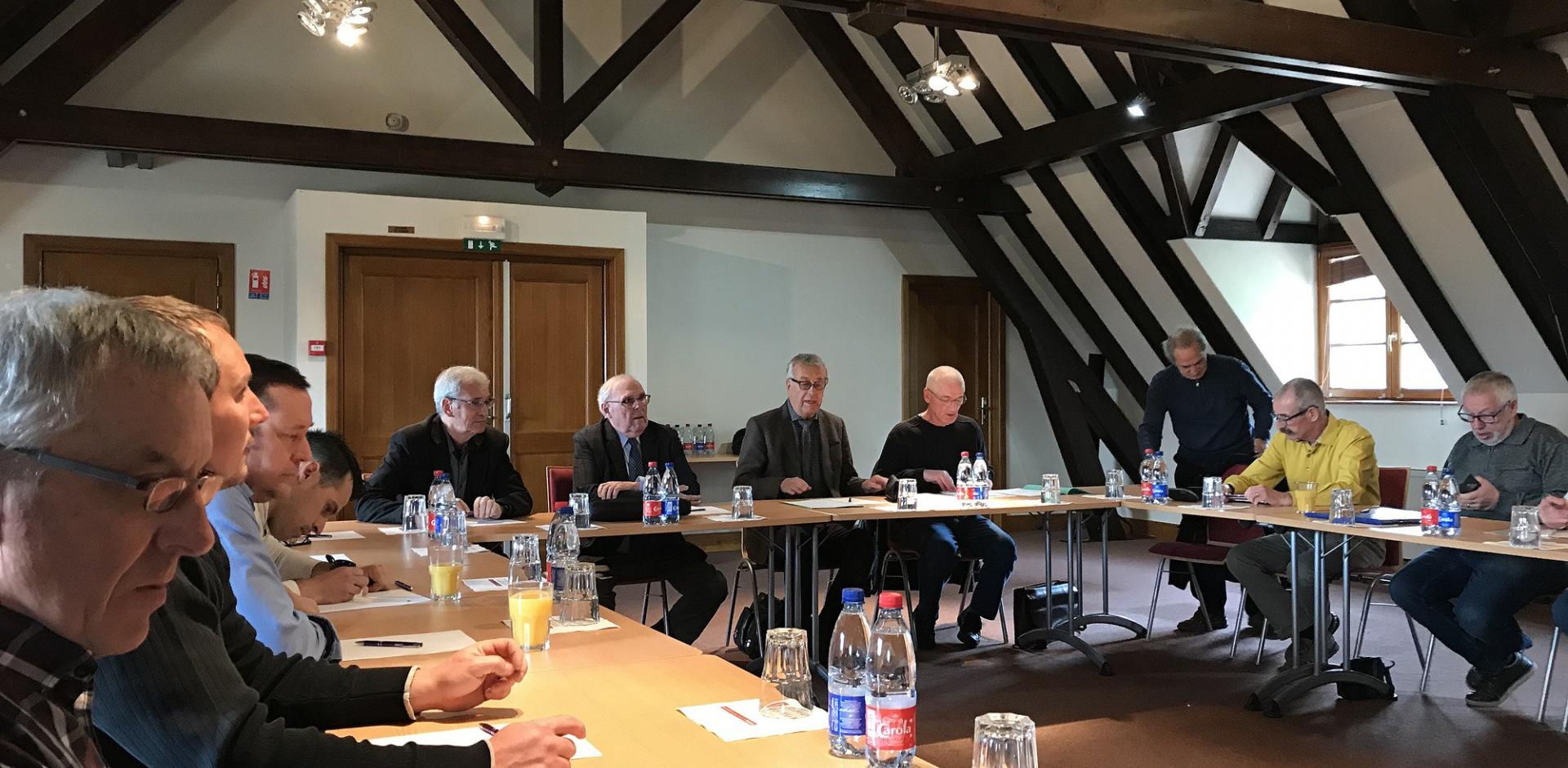 Besprechung der ehrenamtlichen Mitarbeiter der Sektion AEI des CMNHWK (dt. Empfang, Instandhaltung und Information)