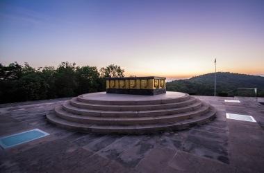 Blick auf das Gipfelkreuz vom Nationaldenkmal aus