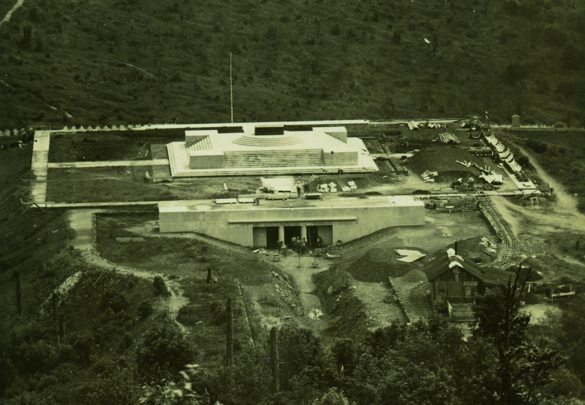 Construction du monument national en 1930